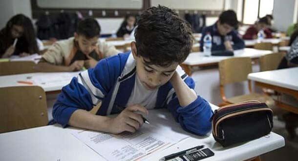 MEB'den ortaokul öğrencilerine 3 bin 300 soruluk destek